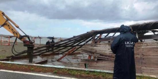 IKMT duke shëmbur ndërtime të paligjshme në vijën bregdetare Shëngjin-Kune  06.05.2019